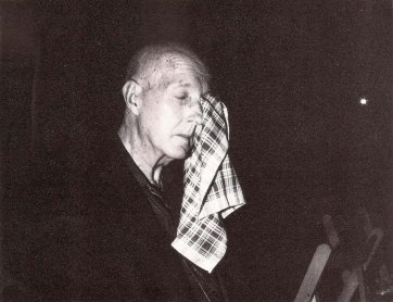 Juan Hidalgo. Una acción Zaj, 1993. Foto: J. Antonio Mula