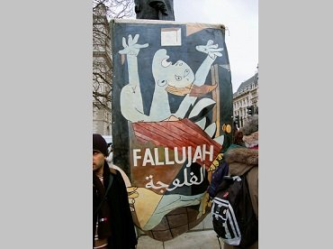 Pancarta con Guernica contra la Guerra de Irak © Patrick John Quinn