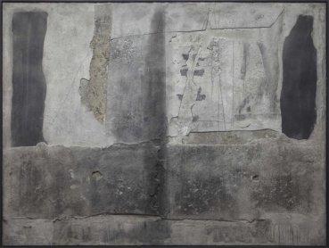 Antoni Tàpies. Superposición de materia gris, 1961.  Óleo y cemento sobre lienzo encolado a madera, 197 x 263 cm.