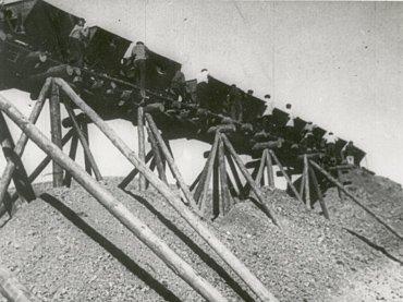Esfir Shub. K. Sh. E. [Komsomol –shef elektrifikatsii]  [Komsomol: El jefe de la electrificación]]. Película, 1932