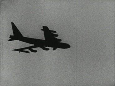 """Jean-Marie Straub and Danièle Huillet. Einleitung zu Arnold Schoenbergs Begleitmusik zu einer Lichtspielscene (Introduction to Arnold Schoenburg's """"Accompaniment to a Cinematic Scene""""). Película, 1972"""