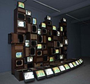 Vista de una sala de la muestra Primera generación. Arte e imagen en movimiento (1963-1986)