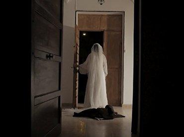 Modo de visitar conventos. Primer modo de acercamiento de la mariposa a la vela. Fotografía: Guillermo Alvite