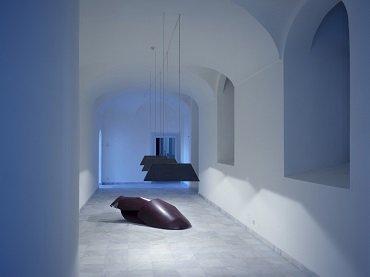 Vista de sala de la exposición. Raumbilder: cinco escultores alemanes en Madrid, 1987