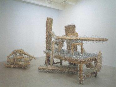Vista de sala de la exposición. Tony Cragg, 1995