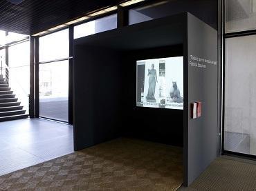 """Vista de sala de la exposición. Patricia Esquivias. """"Todo lo que no es ración, es agio"""", 2009"""
