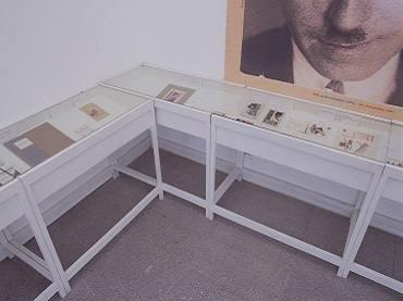 Exhibition view. Nikolái Ilín. Tengo ciertas ideas sobre las cubiertas con tipos de imprenta, 2003
