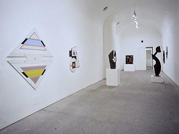 Vista de sala de la exposición. Arte Madí, 1997