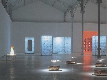 Vista de sala de la exposición. Jaume Plensa. Chaos-Saliva, 2000
