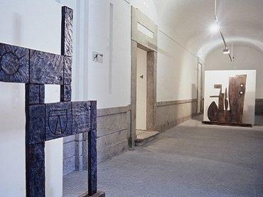 Vista de sala de la exposición. La Escuela del Sur. El taller Torres-García y su legado, 1991