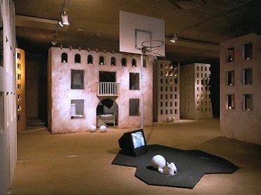 Francesc Torres. Belchite/South Bronx: Un paisaje Trans-Cultural y transhistórico, 1987 - 1988. Instalación. Colección Museo Nacional Centro de Arte Reina Sofía, Madrid