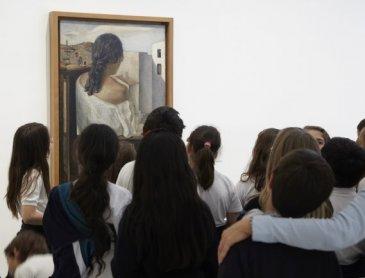 Grupo de escolares en la Planta 2 del Museo. Museo Reina Sofía, 2005