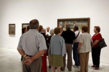 Grupo de adultos durante la visita. Museo Reina Sofía, 2007