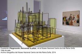 Vista de sala/gallery view de la exposición Playgrounds. Reinventar la plaza (imagen 1)