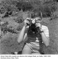 Amos Gitai niño cuando era alumno del colegio Reali, en Haifa, 1962-1963