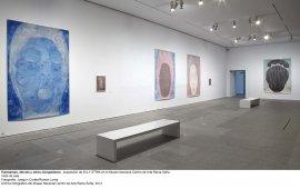 Elly Strik. Fantasmas, novias y otros compañeros, vista de sala / gallery view (imagen 3)