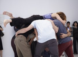 Performance de Simone Forti, Huddle, Museo Reina Sofía, 2013