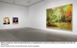 Mínima resistencia. Entre el tardomodernismo y la globalización: prácticas artísticas durante las décadas de los 80 y 90, vista de sala / gallery view (imagen 1)