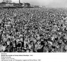 Weegee. Gentío de la tarde en Coney Island, Brooklyn, 1940