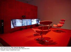 Vista de sala de la exposición  Duty-Free Art , de Hito Steyerl