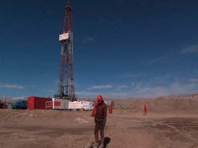 Wang Bing. Crude Oil, película, 2008