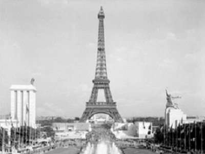 Paris Universal Exhibition, 1937. Sovietic Pavillion, on the right, opposite to the Nacional Socialist pavillion