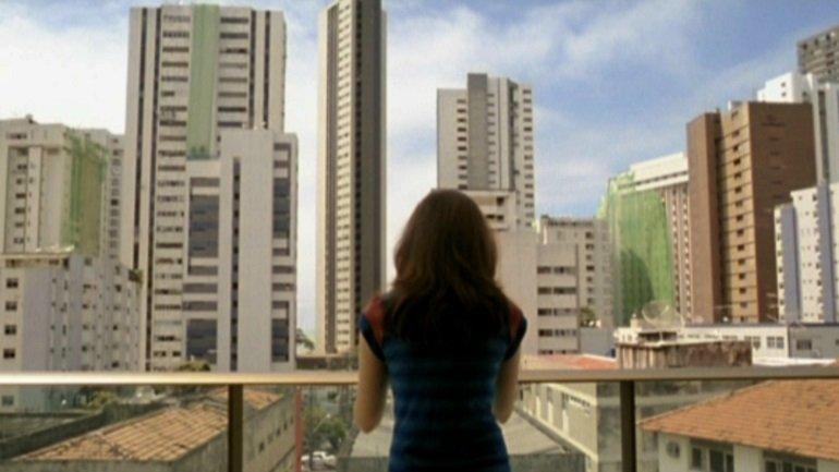 Kleber Mendonça Filho. O som ao redor (Neighbouring Sounds). Film, 2012