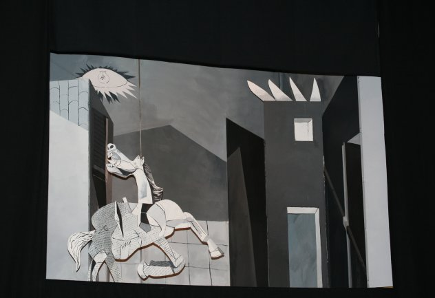 Interpretación teatral de Guernica