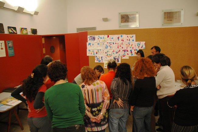 Grupo de profesores con la ponente Milagros de Blas. Museo Reina Sofía, 2007