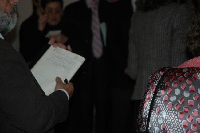 Asistentes al curso tomando notas durante las explicaciones. Museo Reina Sofía, 2008.