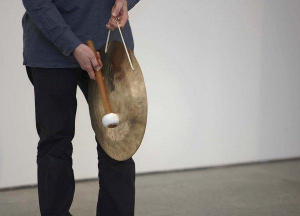 Participando en el taller de experimentación sonora con instrumentos musicales no convencionales, 2011
