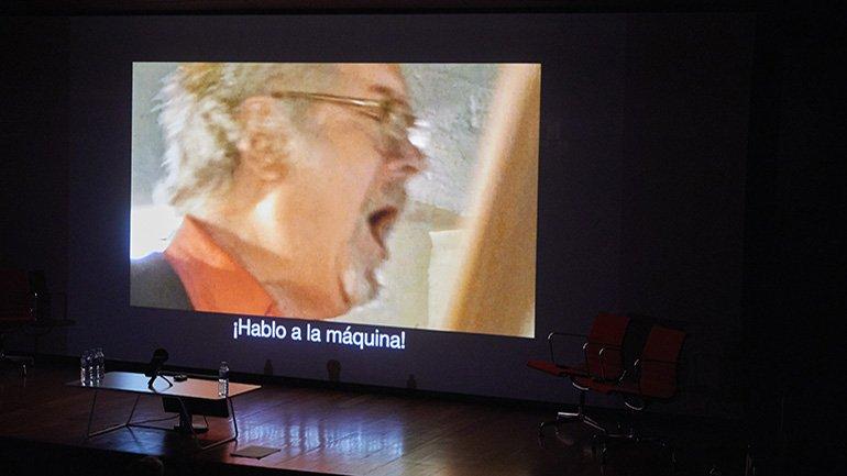 Julien Blaine. Je parle à la machine. Video, 2009