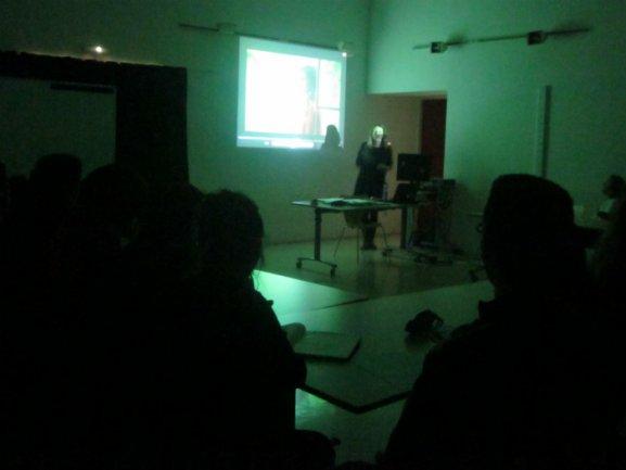 Visionado y análisis de fragmentos cinematográficos durante la sesión de formación