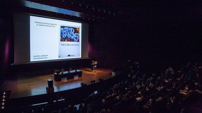 Carlota Santabárbara Morera reflexiona sobre la musealización del arte urbano