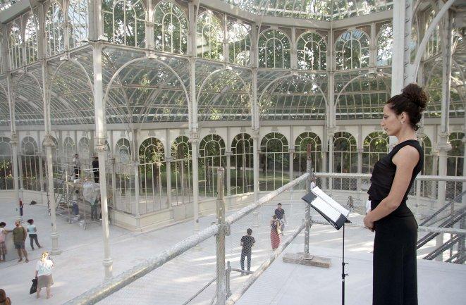 Performance de Maja Bajevic en el Palacio de Cristal