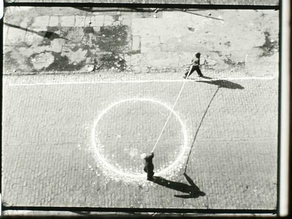 """Joan Jonas, Songdelay, 1973. Película 16 mm, 18'35"""". Cortesía Electronic Arts Intermix, Nueva York."""