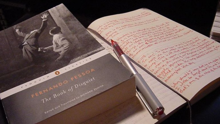Notes from The Book of Disquiet. Photograph by Fred Merchán, 2006