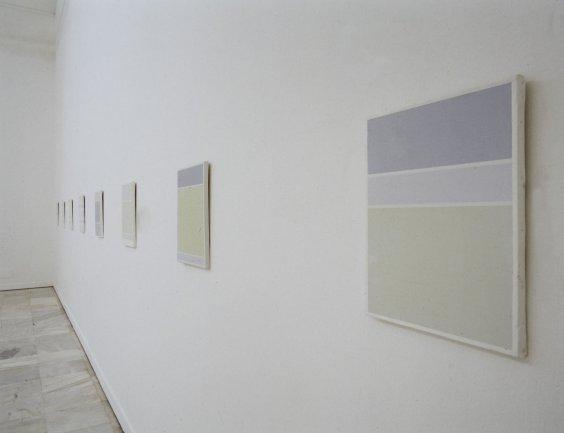 Vista de sala de la exposición. Ángel Guache. Poemas geométricos, 2001