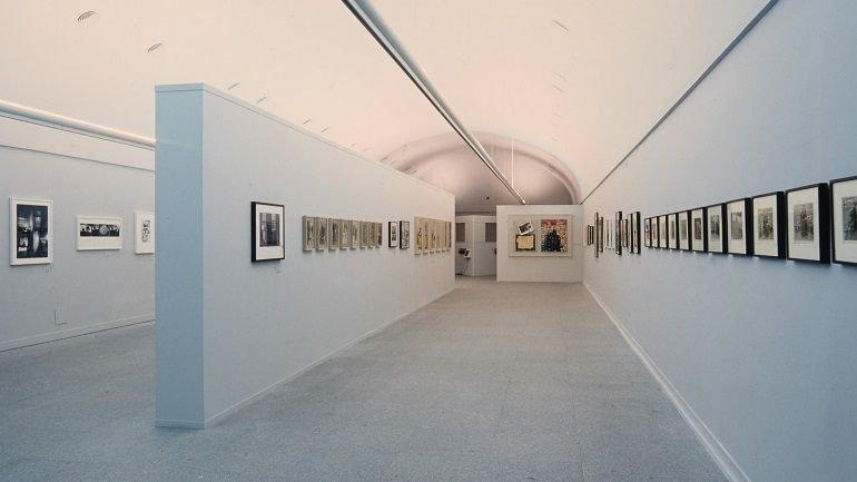 Vista de sala de la exposición. Robert Frank. HOLD STILL_keep going, 2001