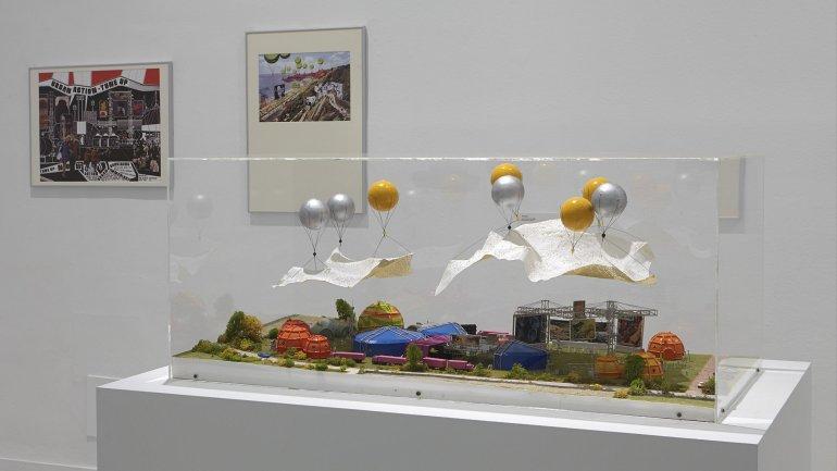Vista de sala de la exposición Playgrounds. Reinventar la plaza, 2014