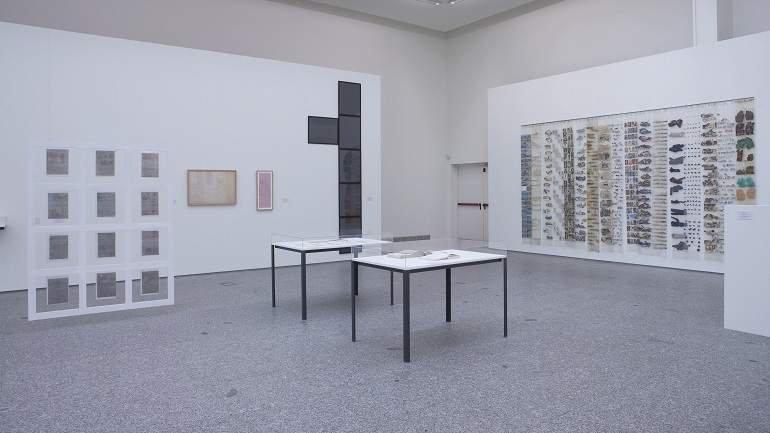 Exhibition view. El arte sucede. Origen de las prácticas conceptuales en España (1965-1980), 2005