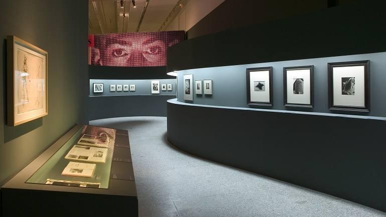 Vista de sala de la exposición. Dalí. Cultura de masas, 2004