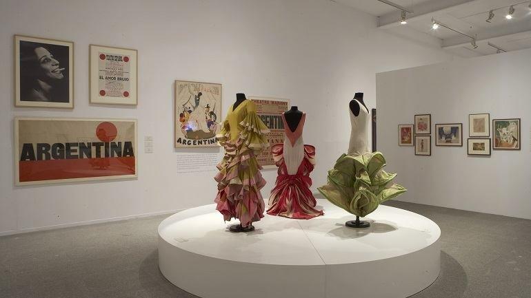 Vista de sala de la exposición. La noche española. Flamenco, vanguardia y cultura popular 1865-1936, 2007