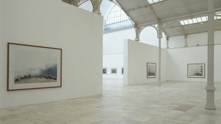 Vista de sala de la exposición. Axel Hütte. Terra incognita, 2004