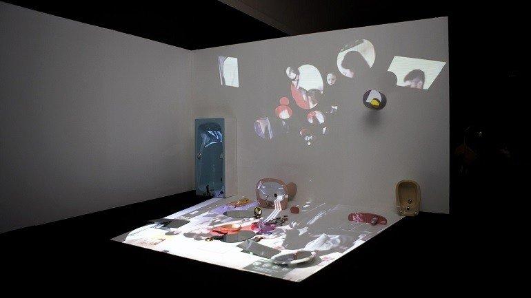 Vista de sala de la exposición em>La visión impura. Fondos de la colección permanente, 2006