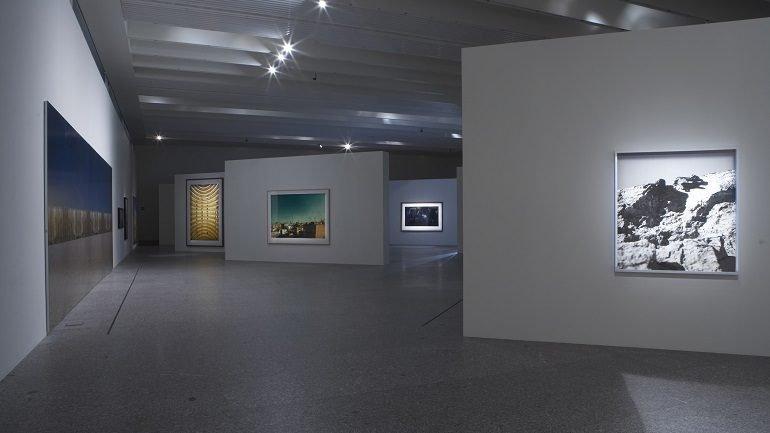 Vista de sala de la exposición. Jano. La doble cara de la fotografía. Fondos de la colección permanente, 2007