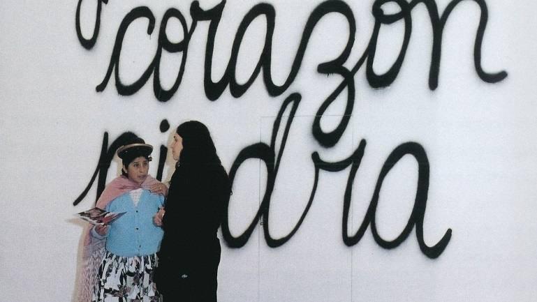 Vista de sala de la exposición. Mujeres Creando. Ten cuidado con el presente que construyes, debe parecerse al futuro que sueñas, 2000