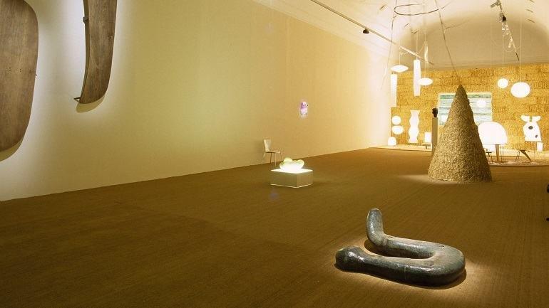 Vista de sala de la exposición. Isamu Noguchi, 2002