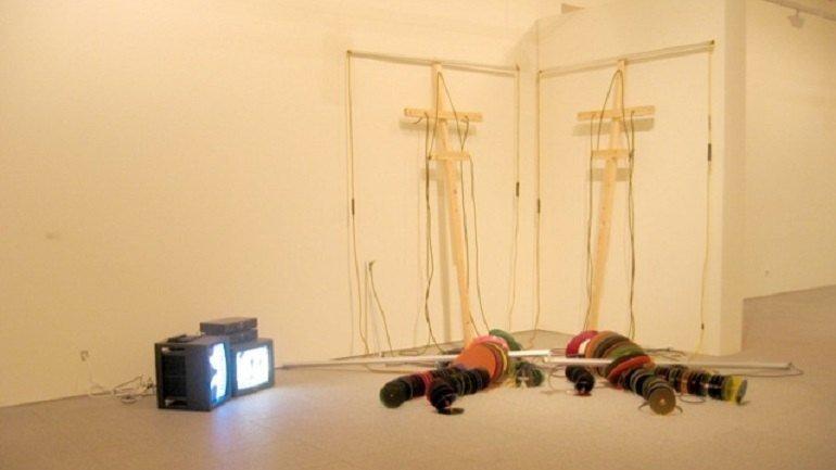 Dennis Oppenheim. Circle Puppets, 1994. Instalación. Museo Nacional Centro de Arte Reina Sofía, Madrid