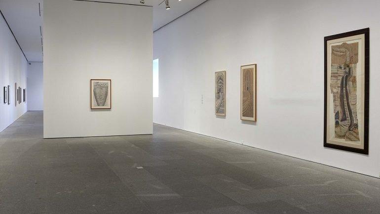 Vista de sala de la exposición. Martín Ramírez. Marcos de reclusión, 2010